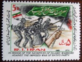 selo postal Iran 1982 Hand with flag, soldiers
