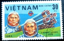 Selo postal do Vietnam de 1983 A. Gubarev and V. Remek
