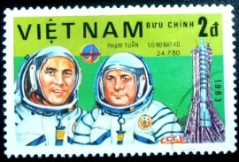 Selo postal do Vietnam de 1983 V. Gorbatko and Pham Tuan