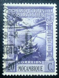 Selo postal de Moçambique de 1938 Airplane over Globe