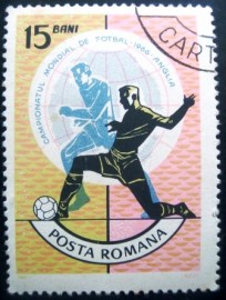 Selo postal da Romênia de 1966 Football players in front of globe
