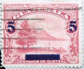 Selo postal da Guatemala de 1940 Lake Amatitlan with 5c surcharge