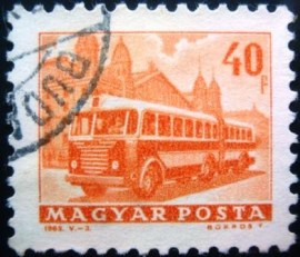Selo postal da Hungria de 1963 Bus in front of Western Railway Station