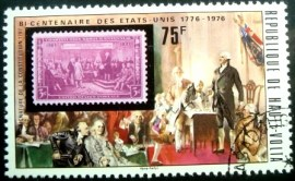 Selo postal do Alto Volta de 1975 US Stamp and Signing the Constitution