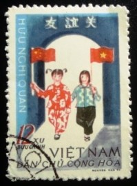 Selo postal do Vietnã de 1965 Vietnamese And Chinese Children