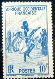 Selo postal da África Ocidental Francesa de 1947 Rifle Dance