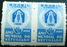 Par de selos postais do Brasil de 1960 Ano do refugiado