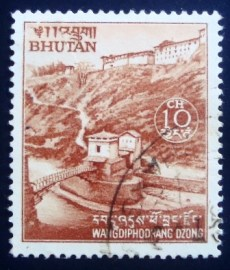 Selo postal do Bhutan de 1971 Wangdiphondrang Dzong and Bridge Brown