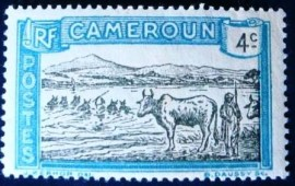 Selo postal de Camarões de 1925 Cattle Crossing a River 4c
