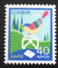 Selo postal do Japão de 1986 Bird on chair and letter