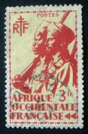 Selo postal definitivo Africa Ocidental Francesa 1945 Colonial Soldier