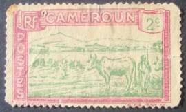 Selo postal Definitivo de Camarões Cattle Crossing a River - 1925